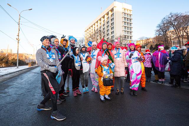 """Артезианская вода """"Природная"""" на костюмированном Новогоднем забеге 1 января."""