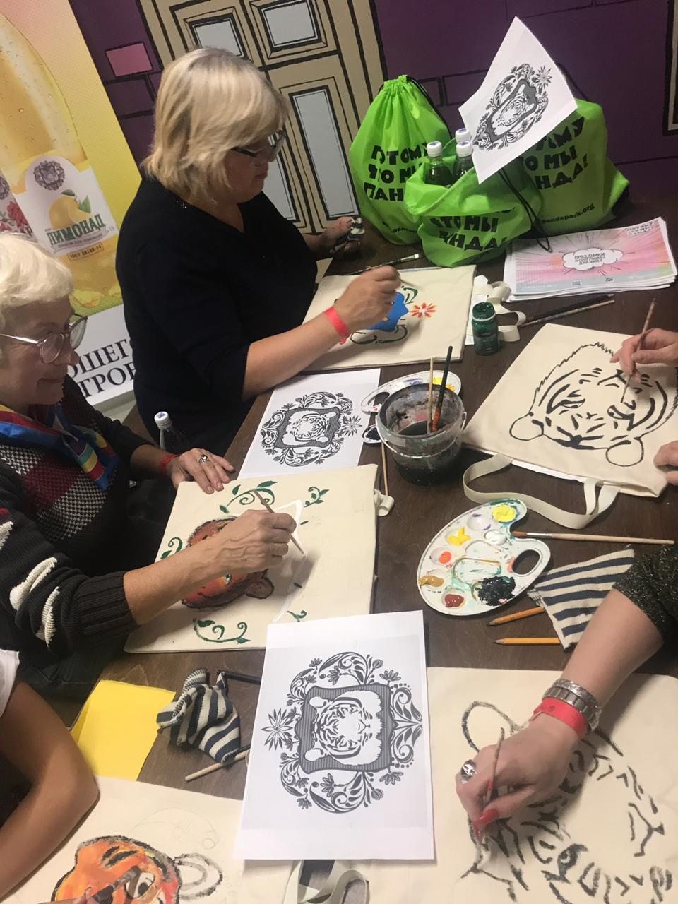 Шмаковские лимонады на мастер классе по росписи эко-сумок